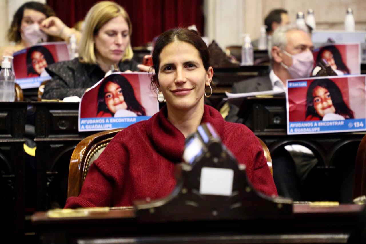 Deputy Camila Crescimbeni
